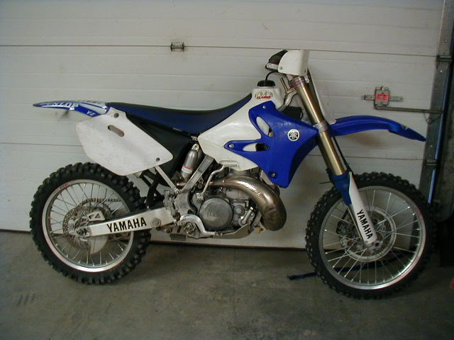Gettng Yamaha Stickers Off Bike